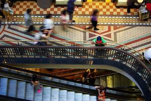 mall-687130_640